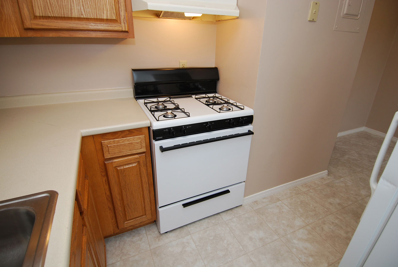 Kitchen - 2 Bedroom Townhouse, Wellington Terrace, Manchester NH