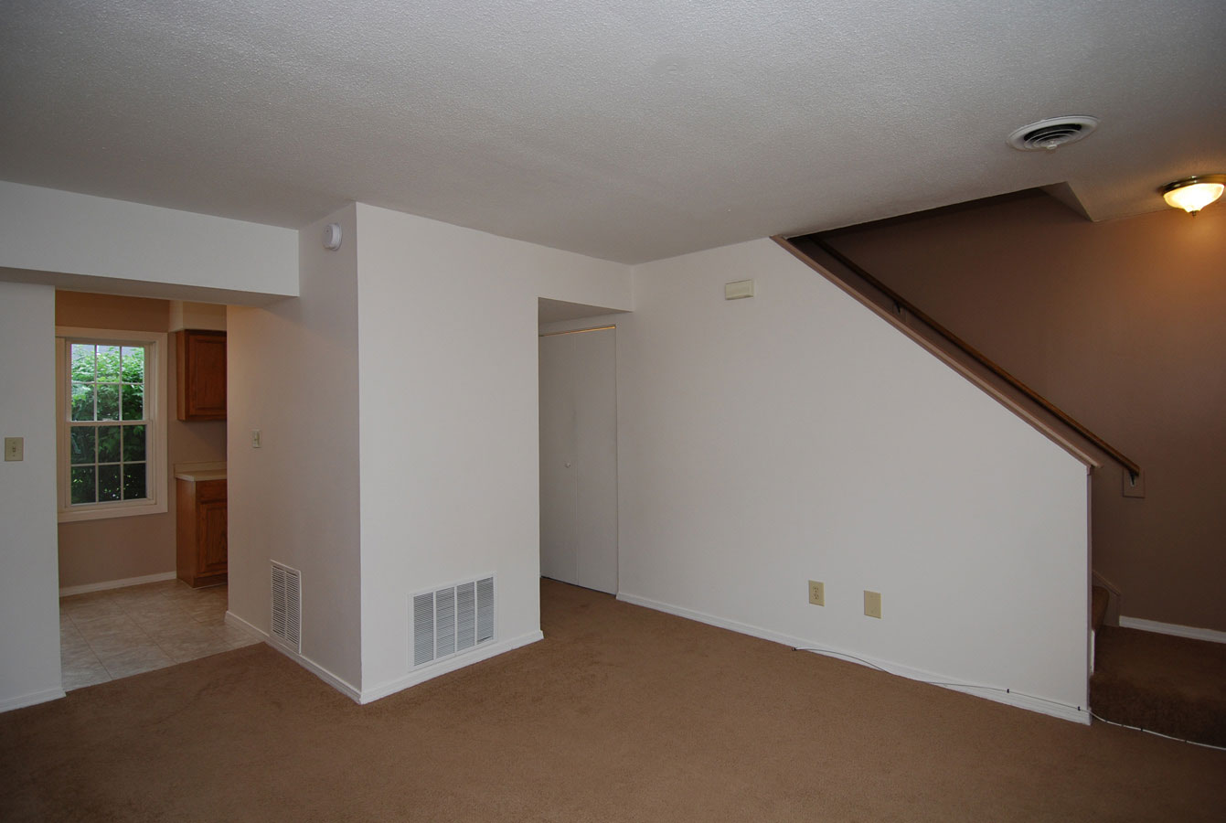 2 bedroom apartment in manchester nh at wellington terrace for Living room manchester