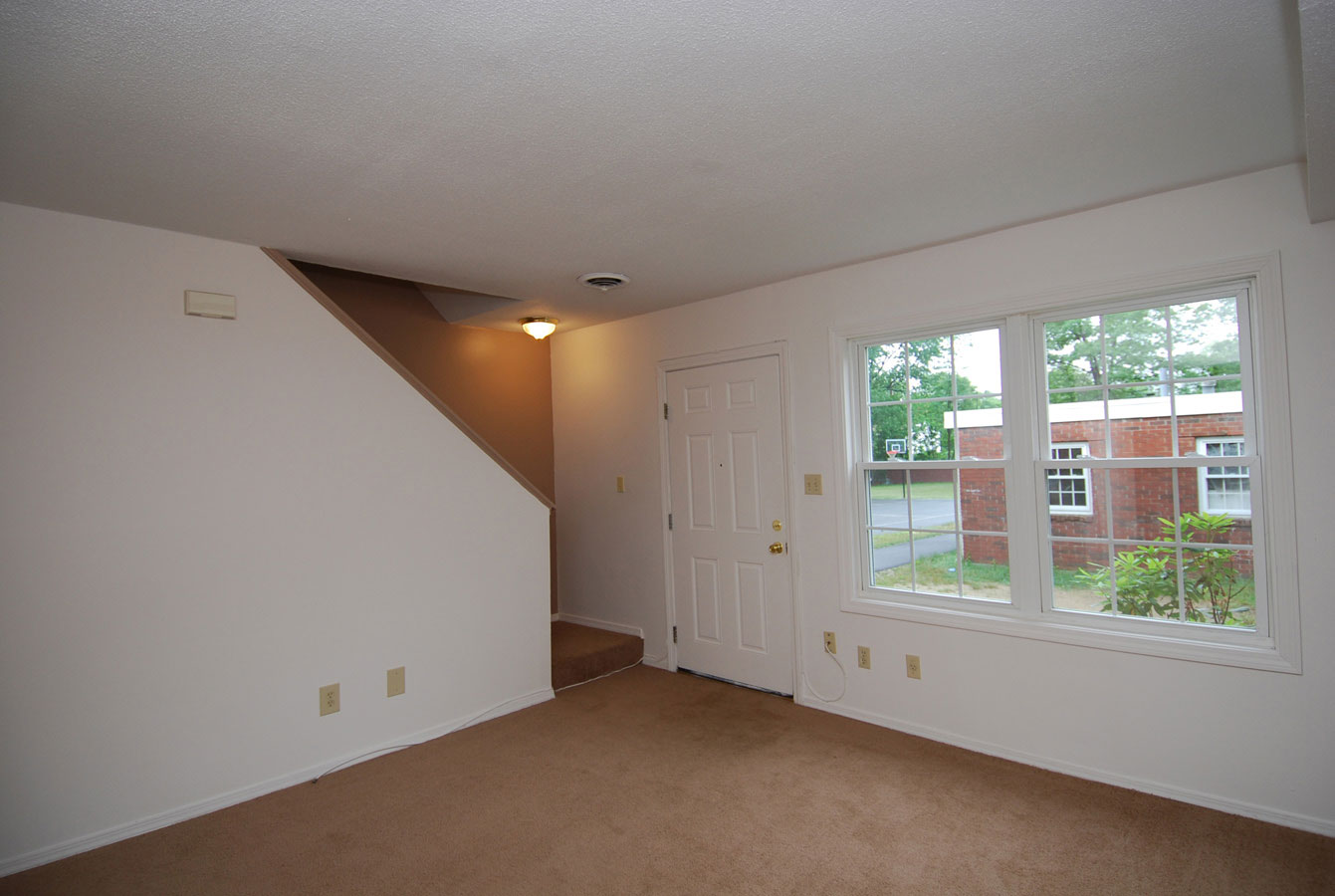 Living Room - 2 Bedroom Townhouse, Wellington Terrace, Manchester NH